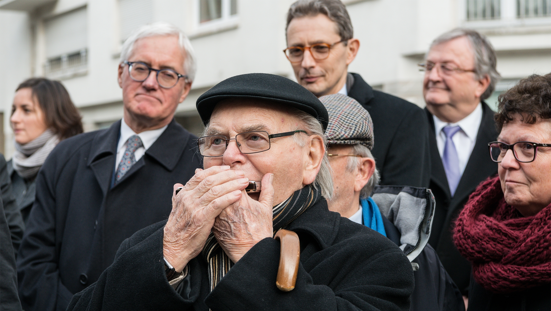 Holocaust survivor Marcel Kahn playing the harmonica during a Holocaust commemoration ceremony in Luxembourg on Jan. 27, 2016. (Jwh/Wikmedia Commons)