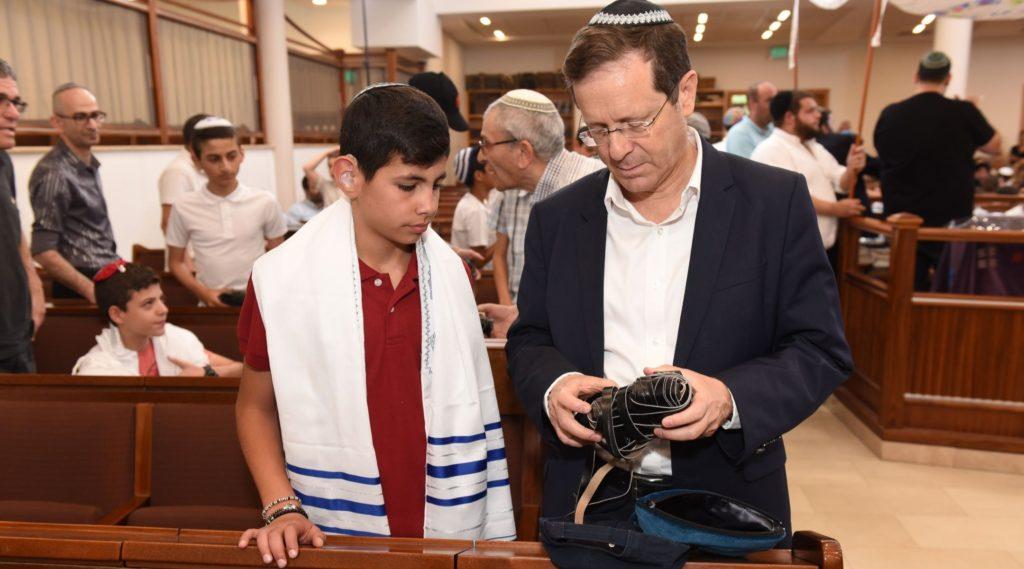 80 deaf Israeli children have bar and bat mitzvah ceremony - Jewish Telegraphic Agency