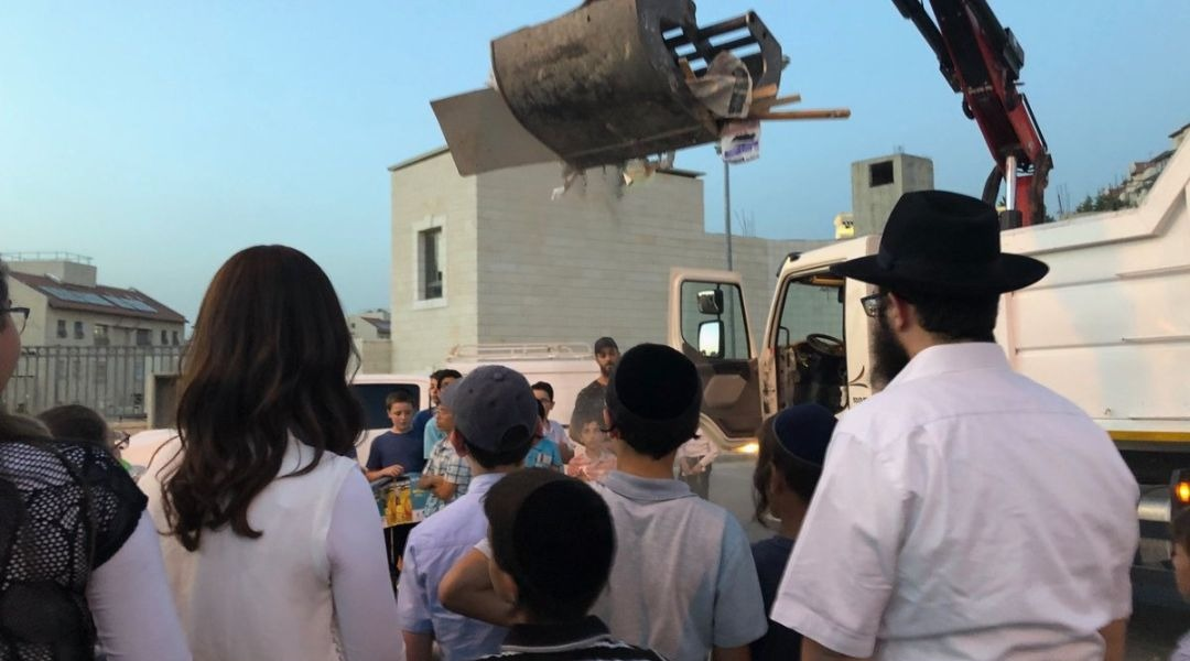 Extreme heat wave throughout Israel casts pall on Lag b'Omer bonfires
