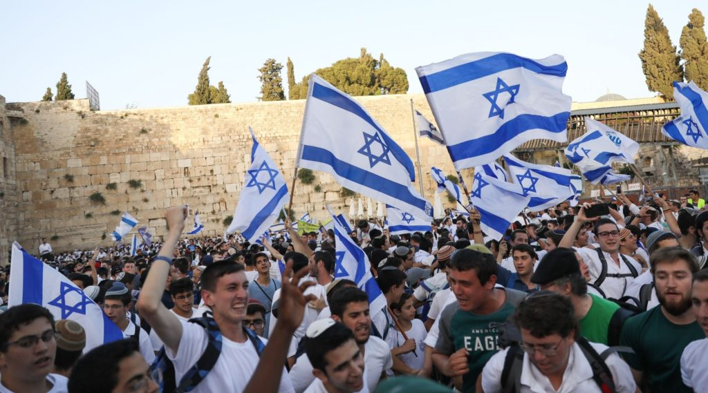 Tens of thousands of Israeli youth join Flag March through Jerusalem