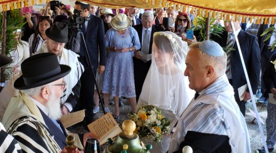 Roque Pugliese and Ivana Pezzoli getting married at the Bova Marina Synagogue in Calabria, Italy on June 4, 2019. (Photo courtesy of Shavei Israel)