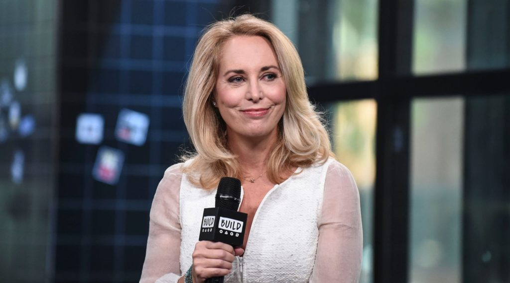 2 years after tweeting an anti-Semitic article, Valerie Plame is attending synagogue