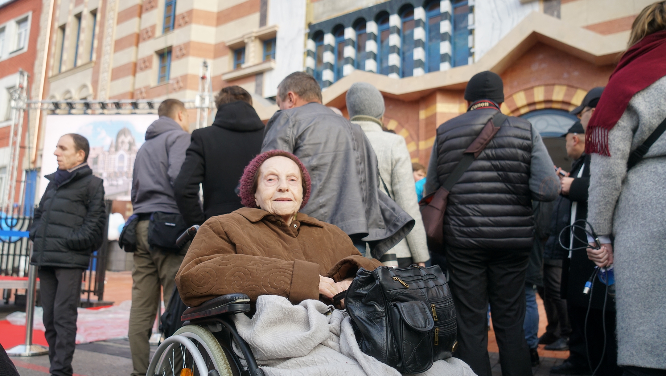 Nehama Drober, 91, waiting to enter the restored synagogue in Kaliningrad, Nov. 8, 2018. (Cnaan Liphshiz)