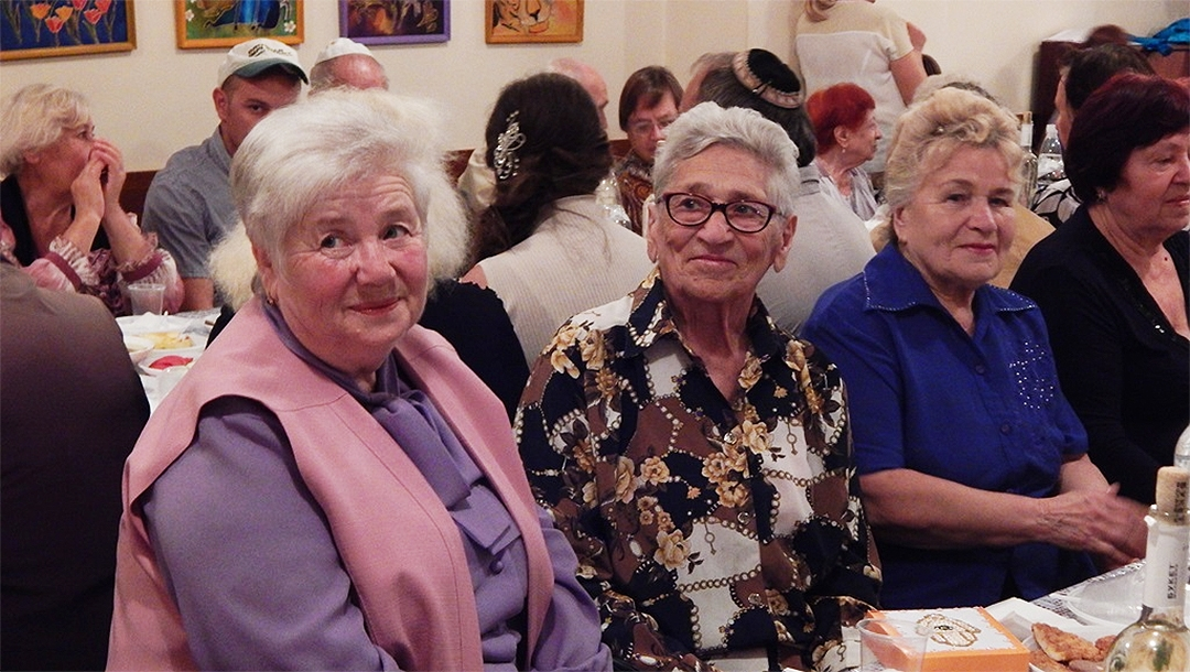 Elderly Jews attending the Rosh Hashanah dinner at Hesed Triaspol, Transnistria in 2018. (Courtesy of JDC)
