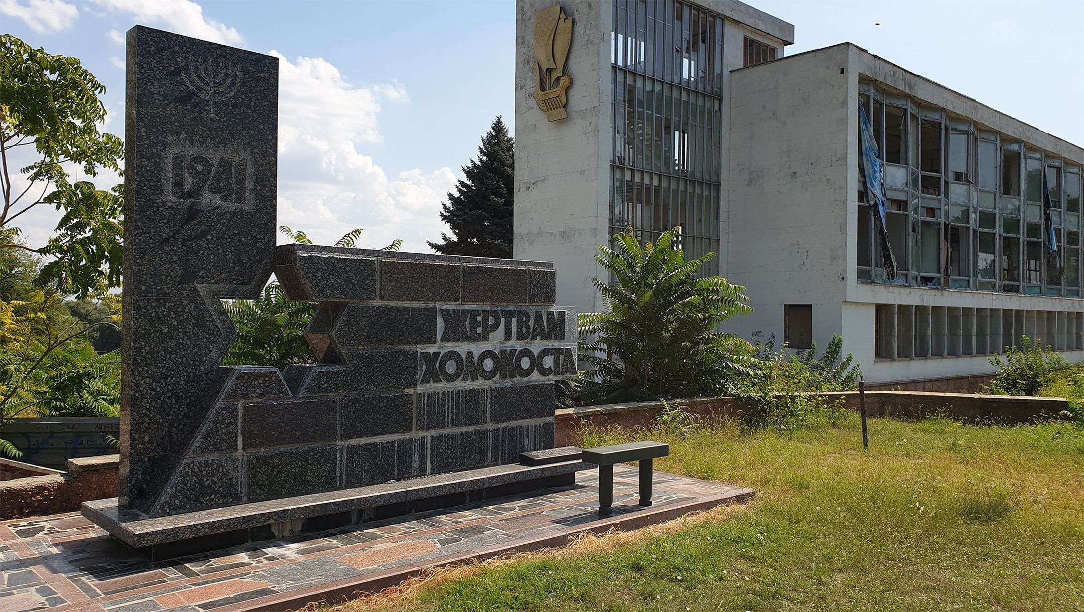 A Holocaust monument next to a deserted riverside building in Tiraspol, Transnistria on Aug. 24, 2019. (Courtesy of Roman Yanushevsky/Channel 9)