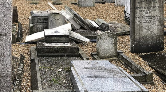 The aftermath of vandalism at the Jewish cemetery of Rochester, the United Kingdom in late September 2019. (Dalia Halpern-Matthews)