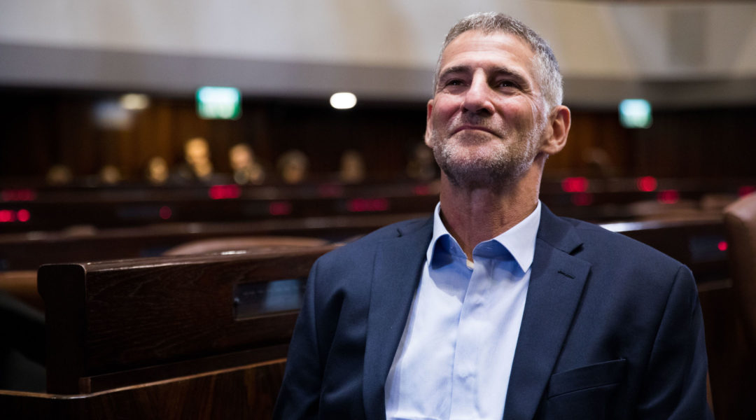 Yair Golan during a tour of the Plenary Hall at the Knesset on September 25, 2019. (Yonatan Sindel/Flash90)