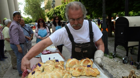 Hungarian Jews baking challah breads in front of the Obuda Synagogue in Budapest, Hungary on Oct. 7, 2019. (Courtesy of EMIH)