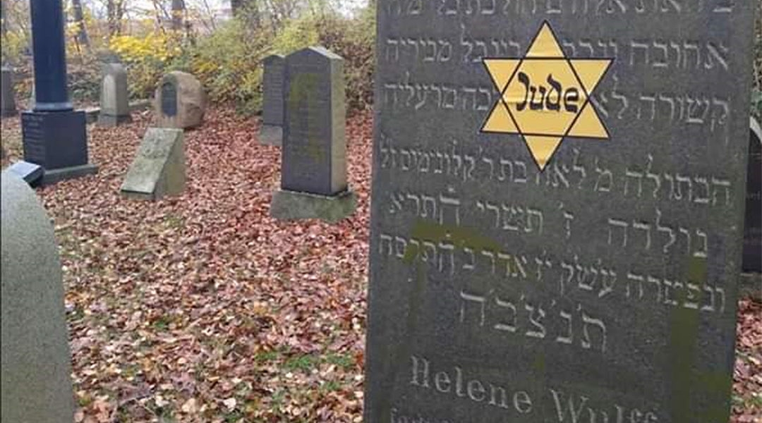 A Yello star sticker on a Jewish grave in Denmark on Nov. 10, 2019. (Courtery of Rabbi Yitzi Loewenthal)