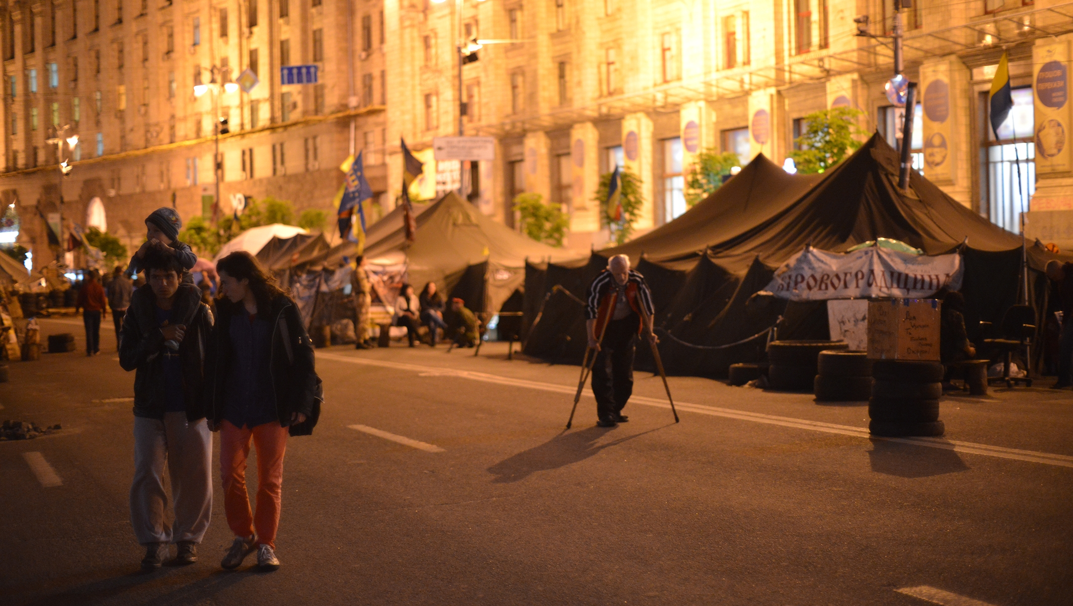 Residents of Kyiv, Ukraine at Maidan square on May 14, 2014. (Cnaan Liphshiz)