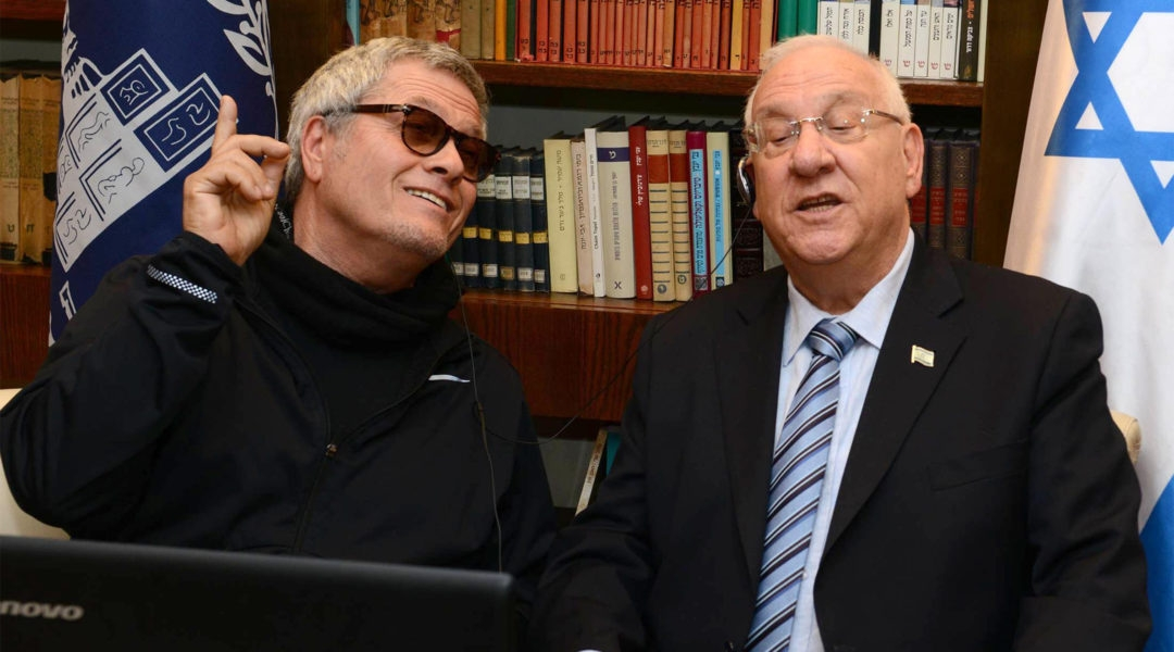 Shlomo Artzi, left, and Israeli President Reuven Rivlin singing together on April 13, 2015. (Courtesy of the Spokesperson of the President of Israel)