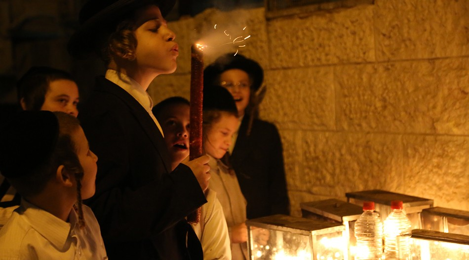 In the Mea Shearim neighborhood of Jerusalem, Hanukkah menorahs are commonly lit outdoors. (Agnieszka Traczewska)