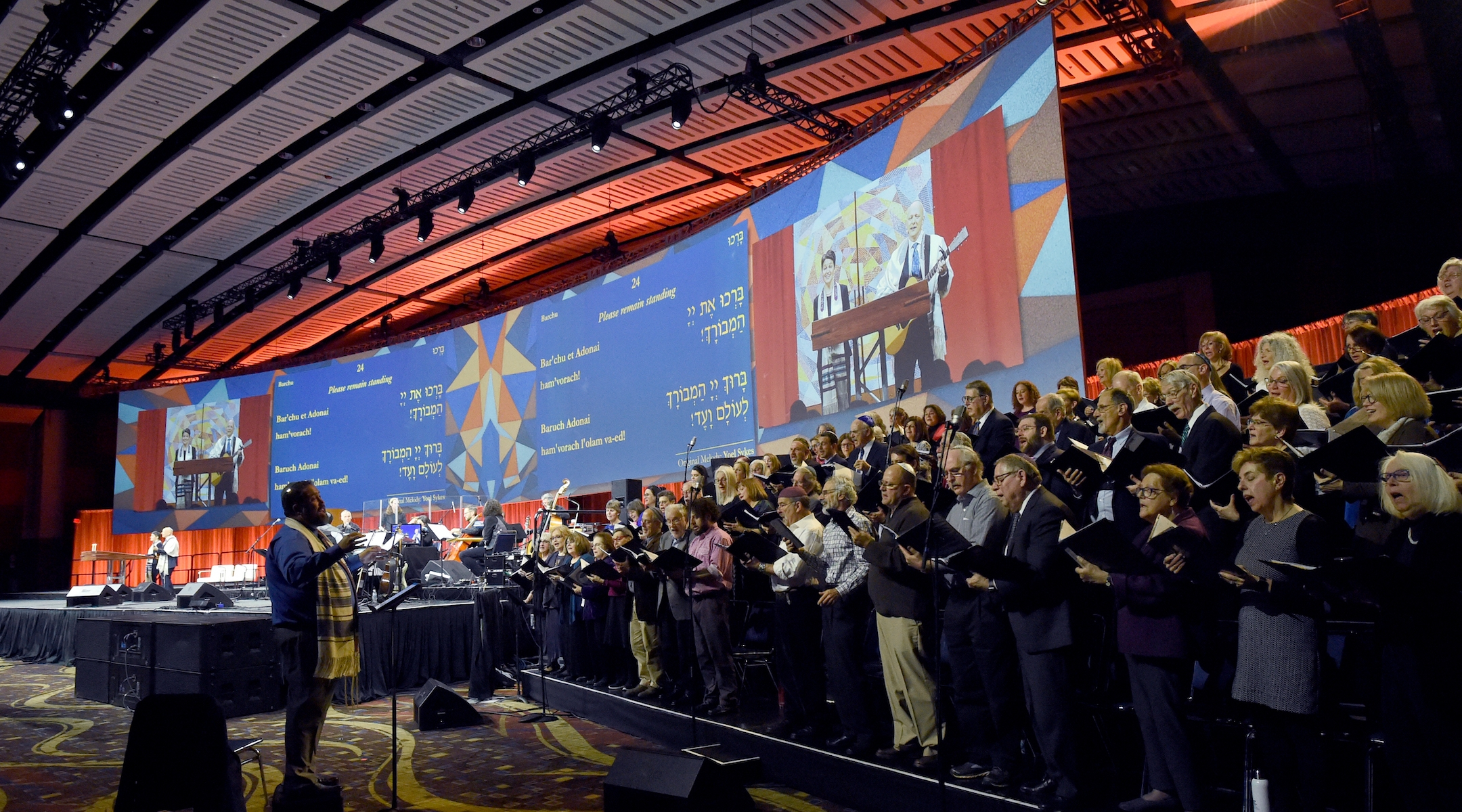 Friday night prayers at the Union for Refrom Judaism Biennial featured a 78-person choir and screens projecting the words of the service. (Rob Dicker/Union for Reform Judaism)