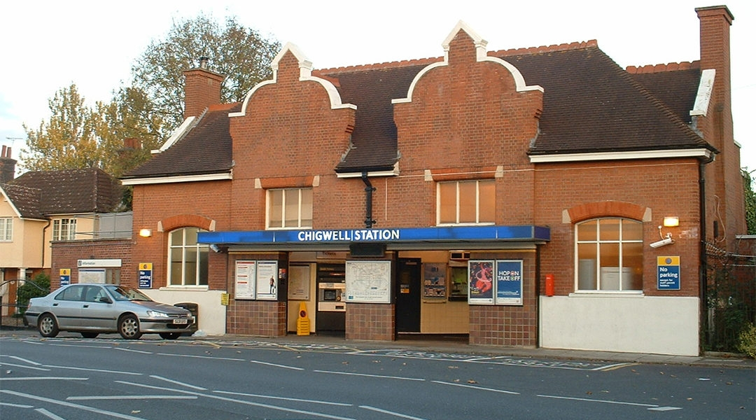 A train station in the neighborhood of Chiogwell, London, the United Kingdom. (Wikimedia Commons)