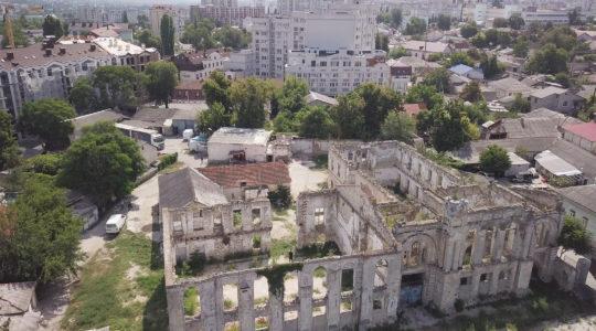 A ruined synaggoue in Chisinau, Moldova. (Cnaan Liphshiz)