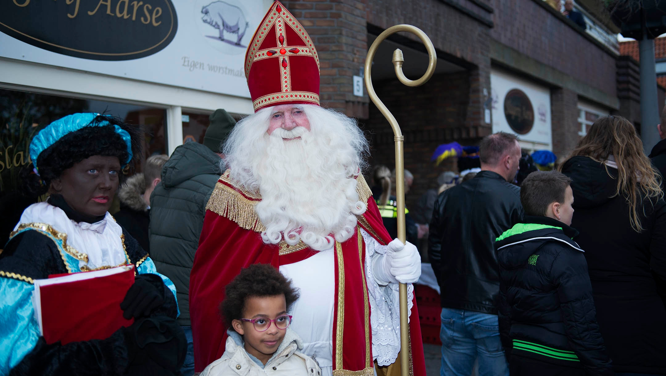 A man dressed like Sinterklaas and a woman portraying Black Pete entertaining children under police protection in northern Amsterdam, the Netherlands on Nov. 16, 2019. (Cnaan Liphshiz)