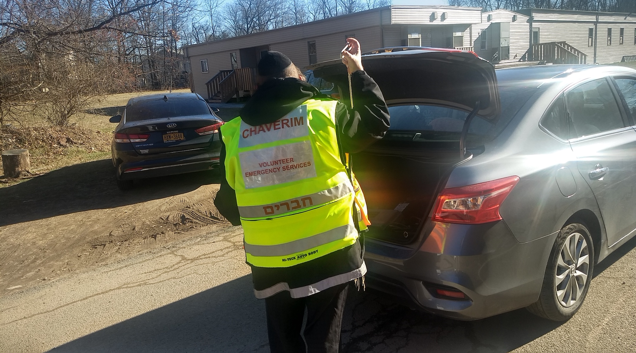 A Chaverim volunteer at work unlocking a car on January 9, 2020. (Ben Sales)