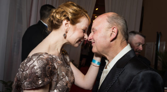 Victor Shargai and Actress Susan Lynskey exchnaging their affection at an awards event in Washington DC, the United States on April 21, 2014. (Kate Warren for The Washington Post via Getty Images).