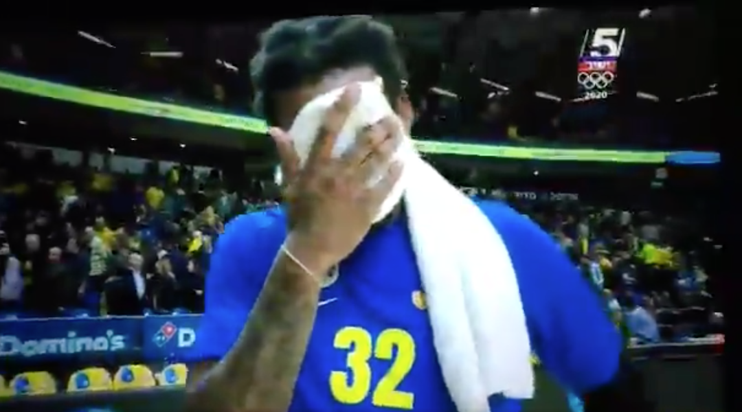 Amar'e Stoudemire wipes away tears upon hearing of Kobe Bryant's death