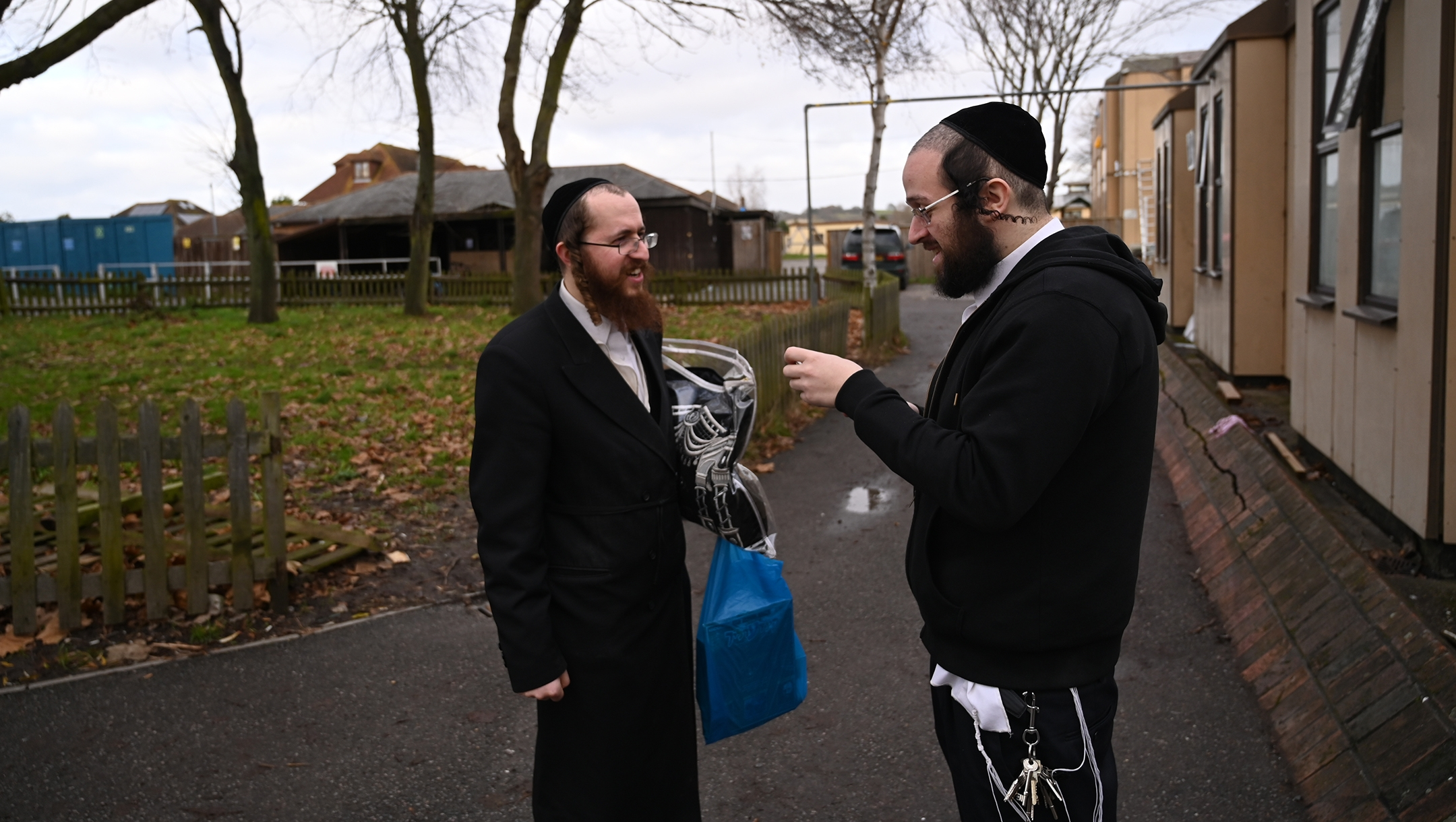 Jacob Gross, right, speaking to a resident of Canvey Island, UK outside the town's synagogue on Dec. 13, 2019. (Cnaan Liphshiz)