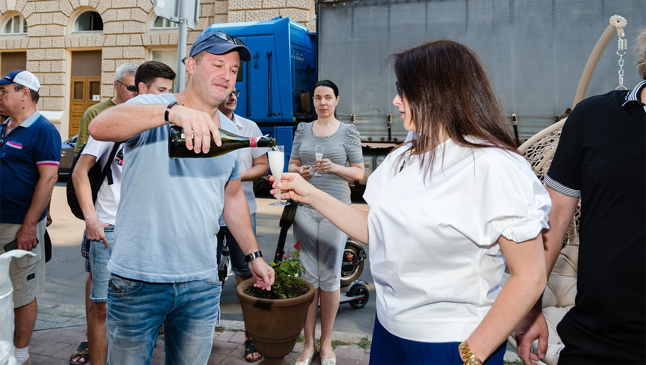David Roitman pouring bubbly for a patron outside Kosher Bar in Odessa, Ukraine on Sept. 1, 2019. (Courtesy of Kosher Bar)