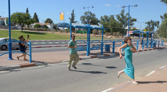 Israelis running to take cover in a shelter as a Red Alert Siren is heard in the Southern city of Sderot, on July 17, 2014. (NurPhoto/Corbis via Getty Images)