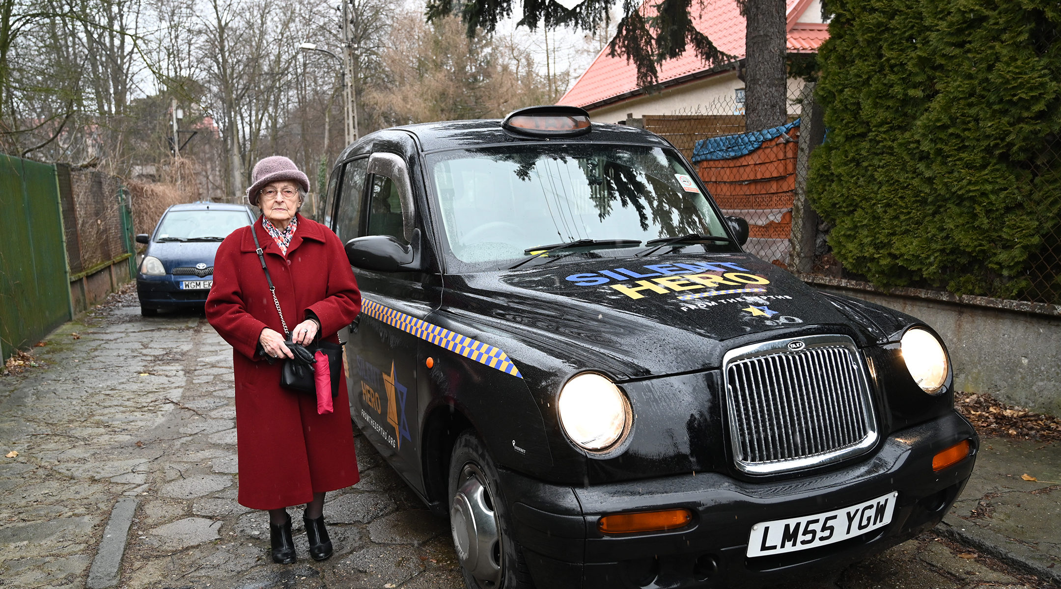 nna Stupnicka-Bando, the 90-year-old president of the Polish Association of the Righteous Among the Nations, entering one of the From the Depths taxis for saviors of Jews in Warsaw, Poland on Jan. 29, 2020. (Cnaan Liphshiz)