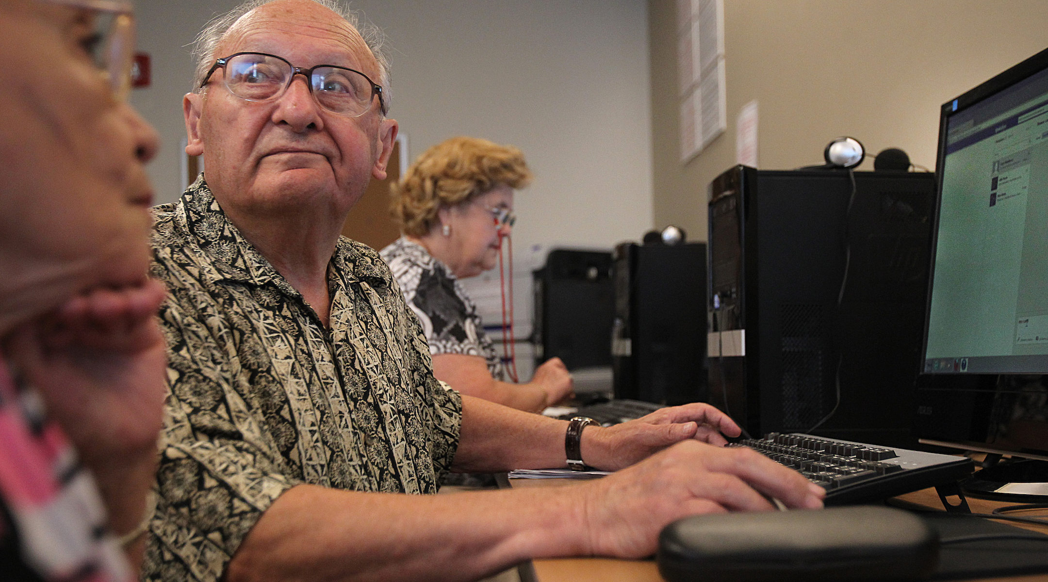 A class for elderly residents to learn Facebook at the Jewish Community Housing for the Elderly in Massachusetts. (Suzanne Kreiter/Getty Images)