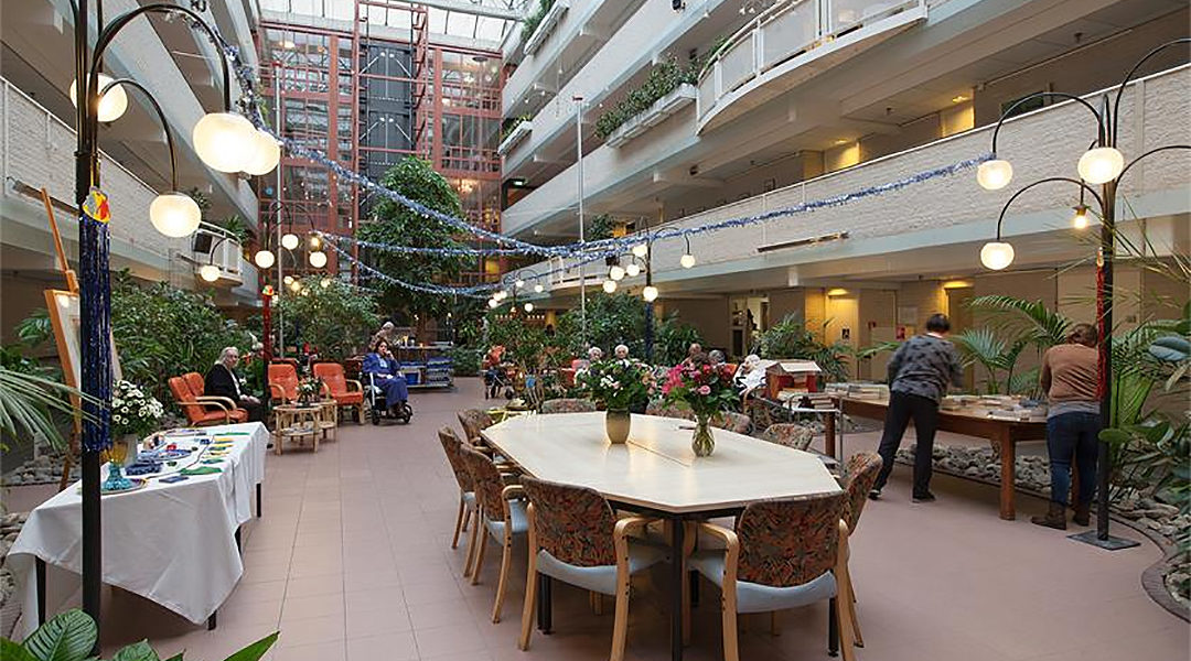 Residents and employees at the Beth Shalom Jewish old-age home in Amsterdam, the Netherlands (Courtesy of Beth Shalom)