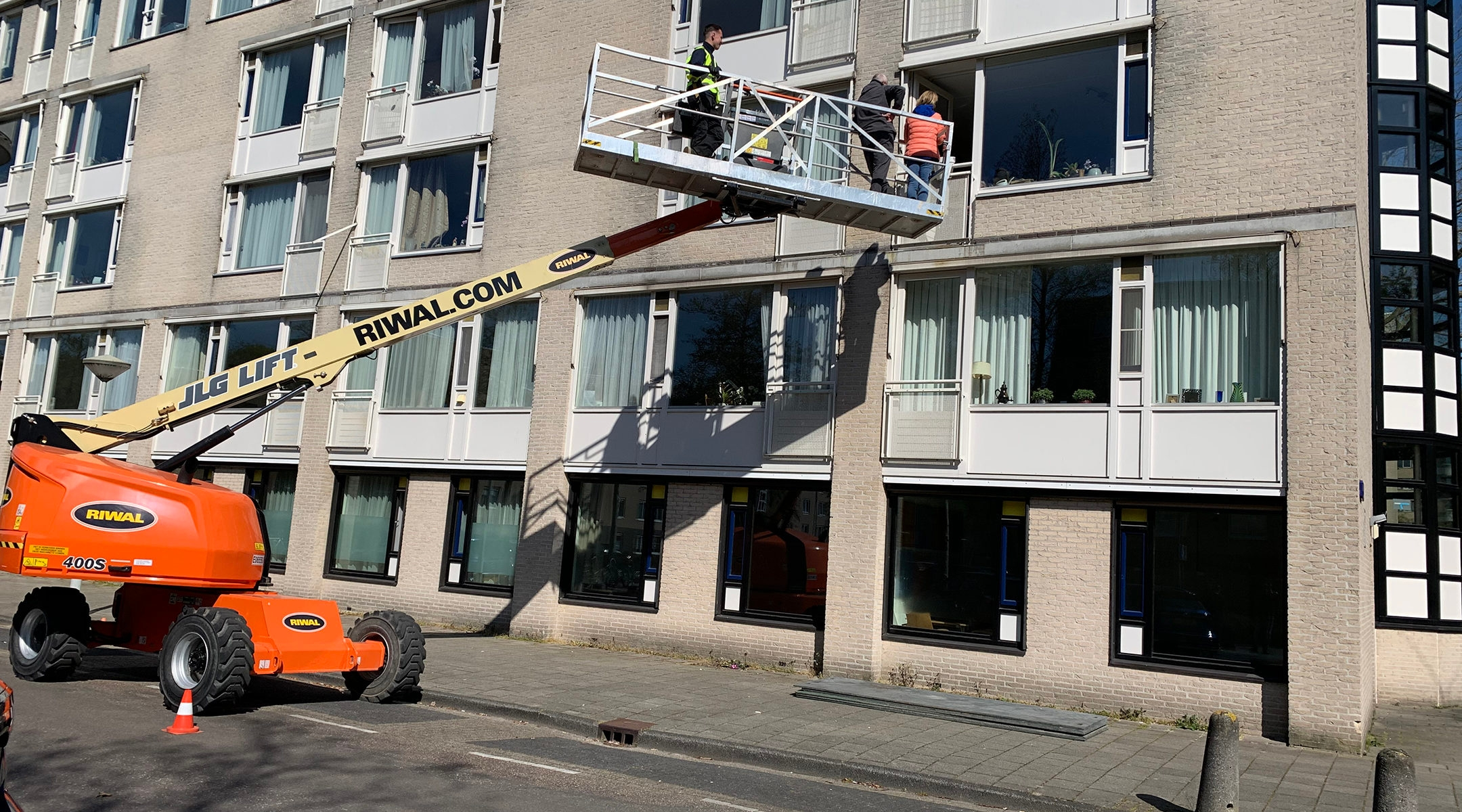 Relatives of Fieta Aussen getting ready to meet her from a crane outside the window of her Jewish nursing home in Amsterdam, the Netherlands on April 15, 2020. (Courtesy of Riwal Holding Group)