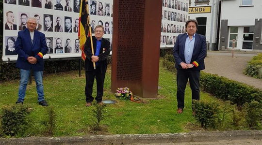 Michel Baert, right, and two commemoration activists laying a wreath at a Holocaust monument in Boortmeerbeek, Belgium on April 19, 2020. (Michel Baert)