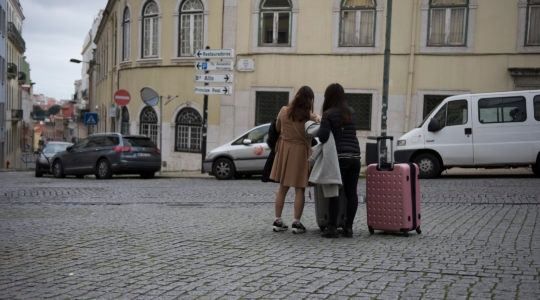 Two Israeli women arrivng to Lisbon, Portugal on Feb. 15, 2016. (Cnaan Liphshiz)
