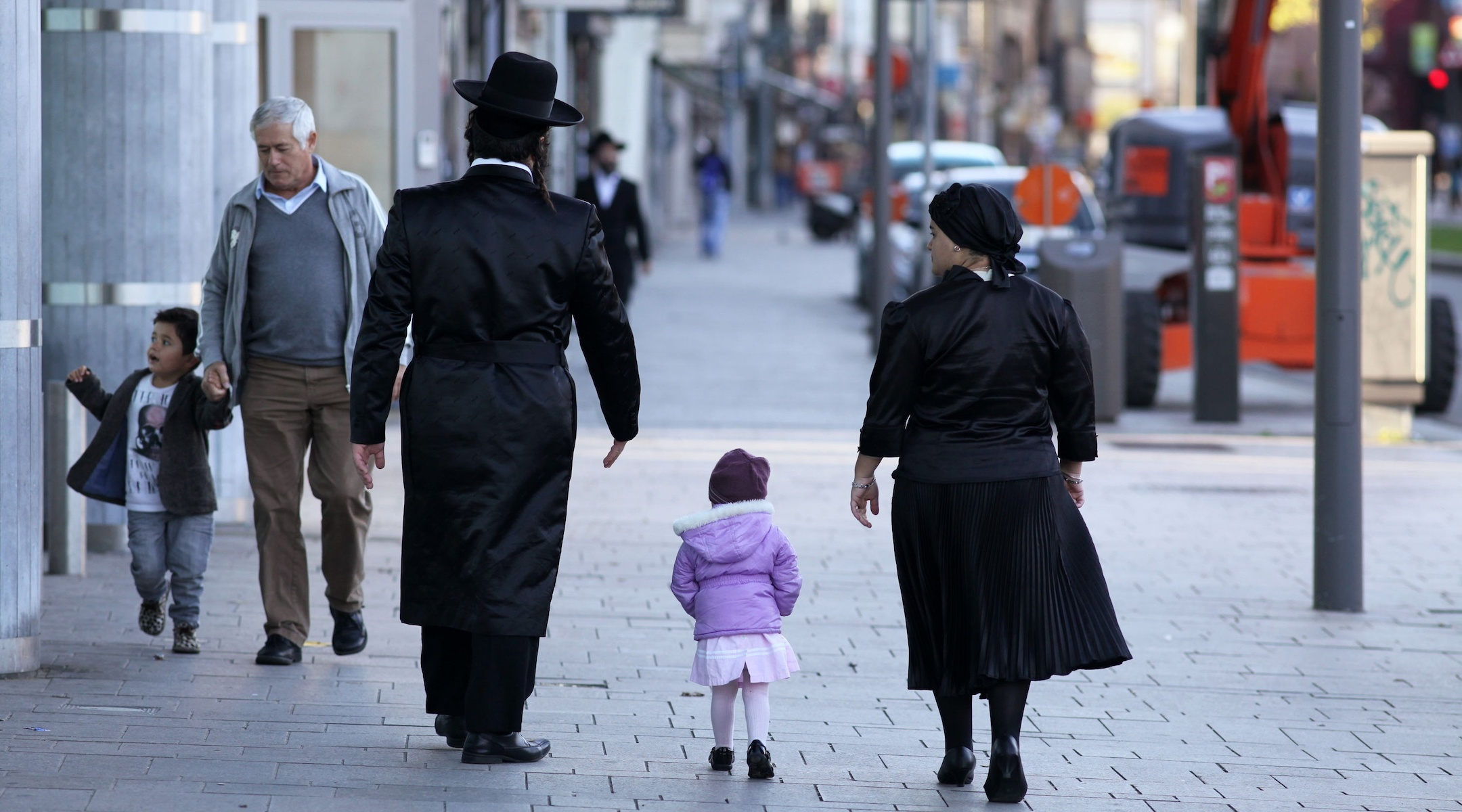 City of Antwerp invites residents of heavily Jewish neighborhoods for COVID-19 testing