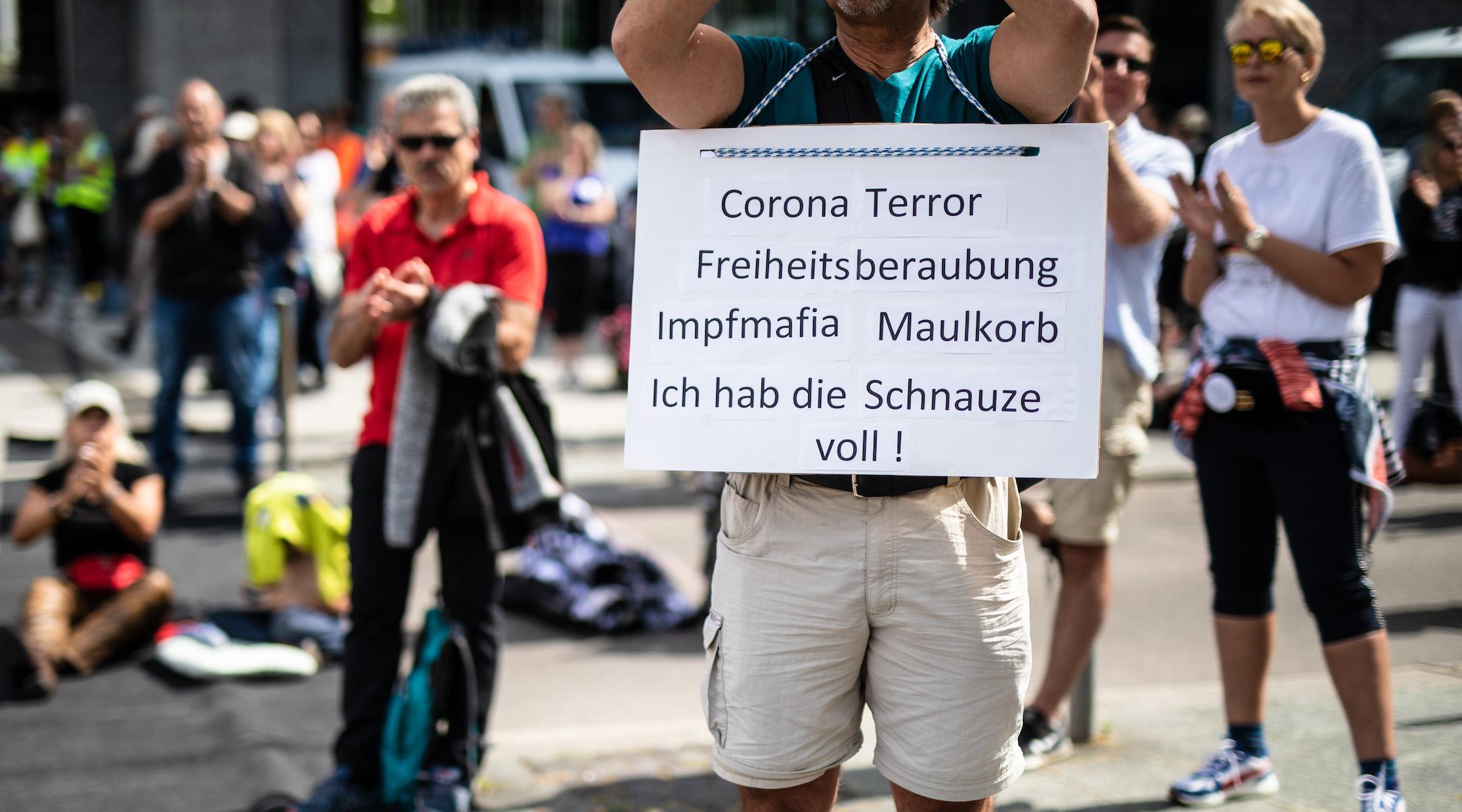 After German Jewish groups raise concerns, Munich bans display of yellow stars at coronavirus protests