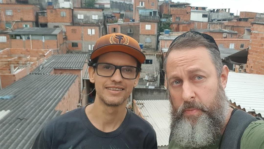 Rabbi Gilberto Ventura, right, and a volunteer in a favela of Sao Paulo, Brazil on May 27, 2020. (Courtesy of Sinagoga sem Fronteiras)