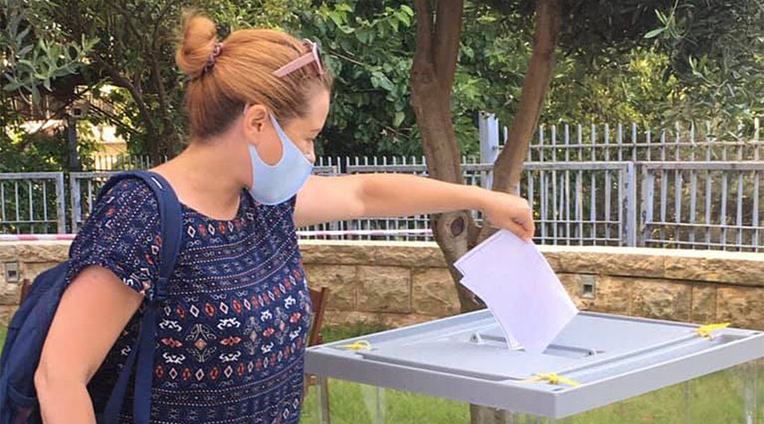 Yael Ilinsky votes for a second time at the Russian consulate in Haifa, Israel in June 2020. (Yael Ilinsky/Facebook)