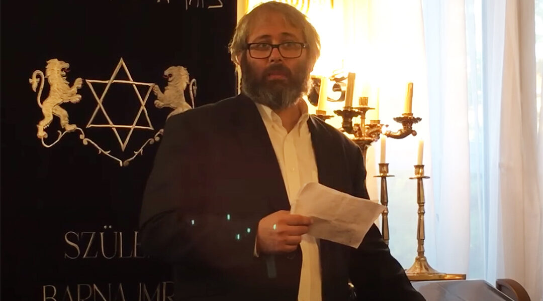 Rabbi Peter Finali speaks at a synagogue in Budapest, Hungary in 2016. (Peter Finali/YouTube)