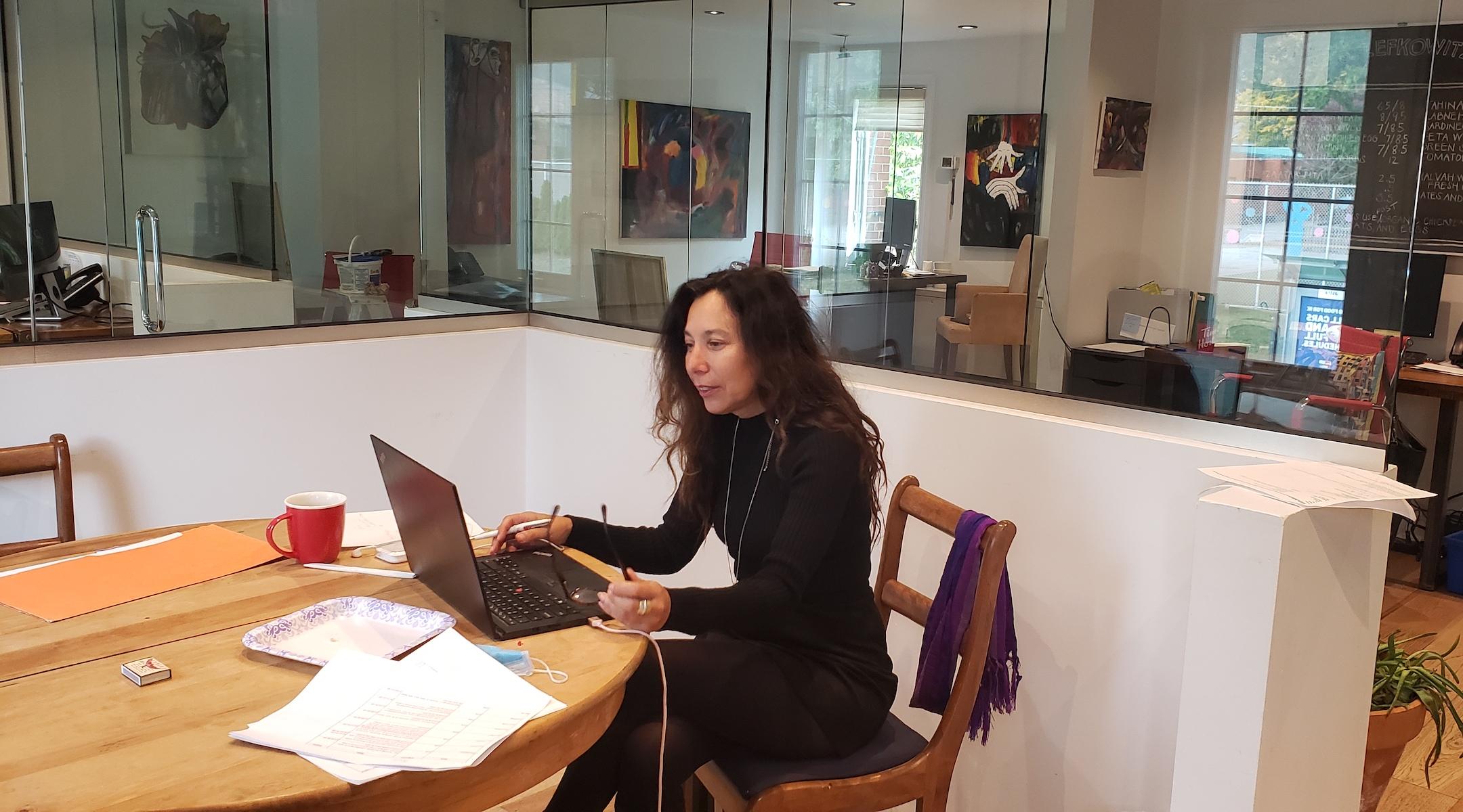 Heather Segal, avocate spécialisée en droit de l'immigration au Canada, dit qu'elle a reçu beaucoup plus de demandes de renseignements de citoyens américains cette année que jamais auparavant, et que la plupart d'entre elles proviennent de Juifs.  (Gracieuseté de Segal)