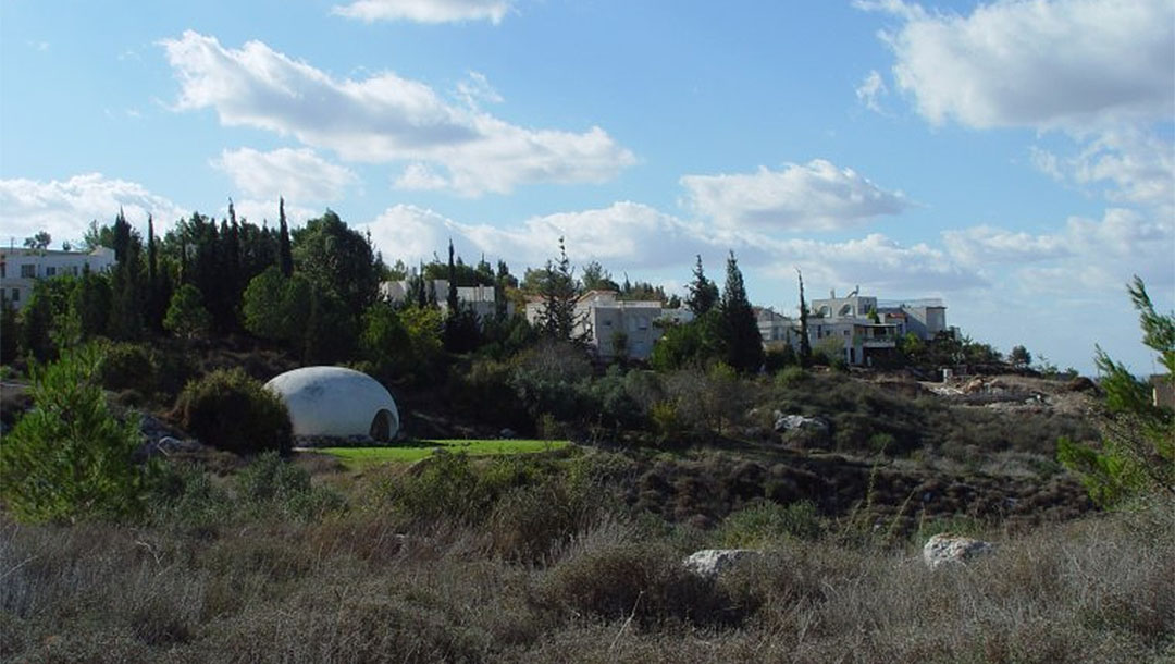 A view to Neve Shalom, Israel. (Wikimedia Commons/Howard Shippin)