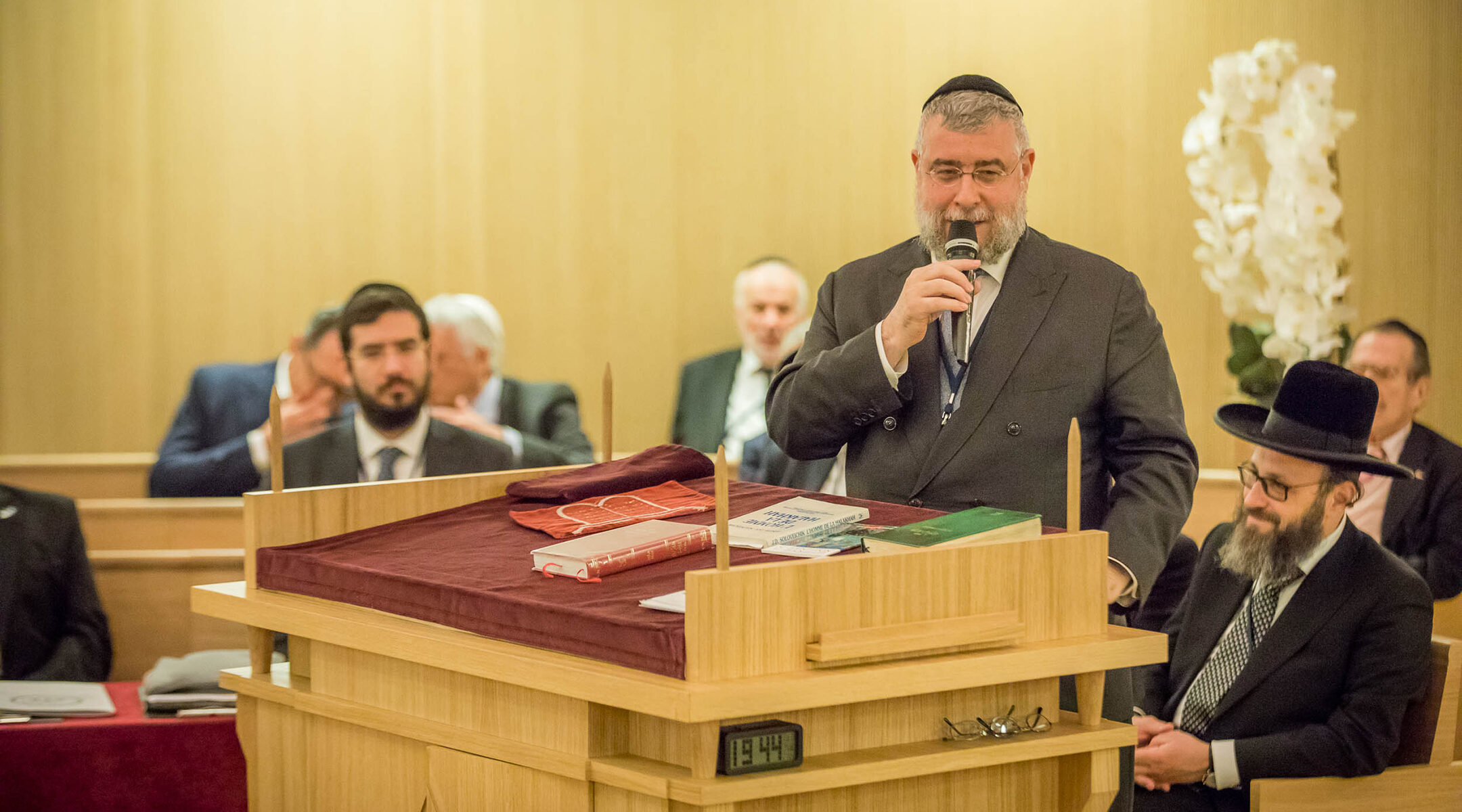 Rabbi Pinchas Goldschmidt speaks at a synagogue in Monaco on Nov. 23, 2017. (Courtesy of the Conference of European Rabbis)