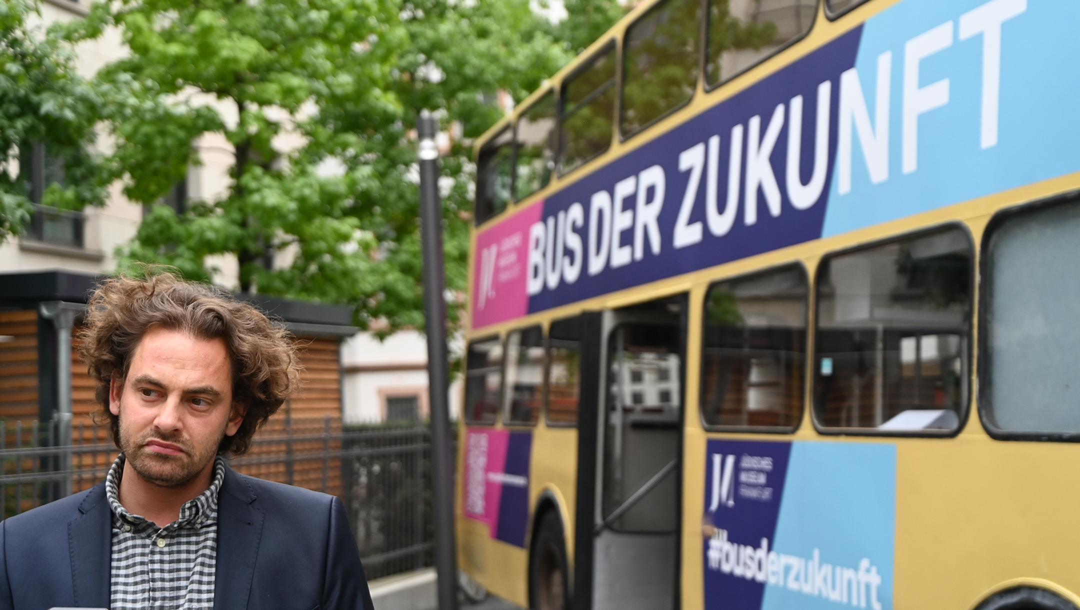 Shai Hoffman explains about his Bus of Encounters project in Frankfurt, Germany on Aug. 25, 2020. (Cnaan Liphshiz)