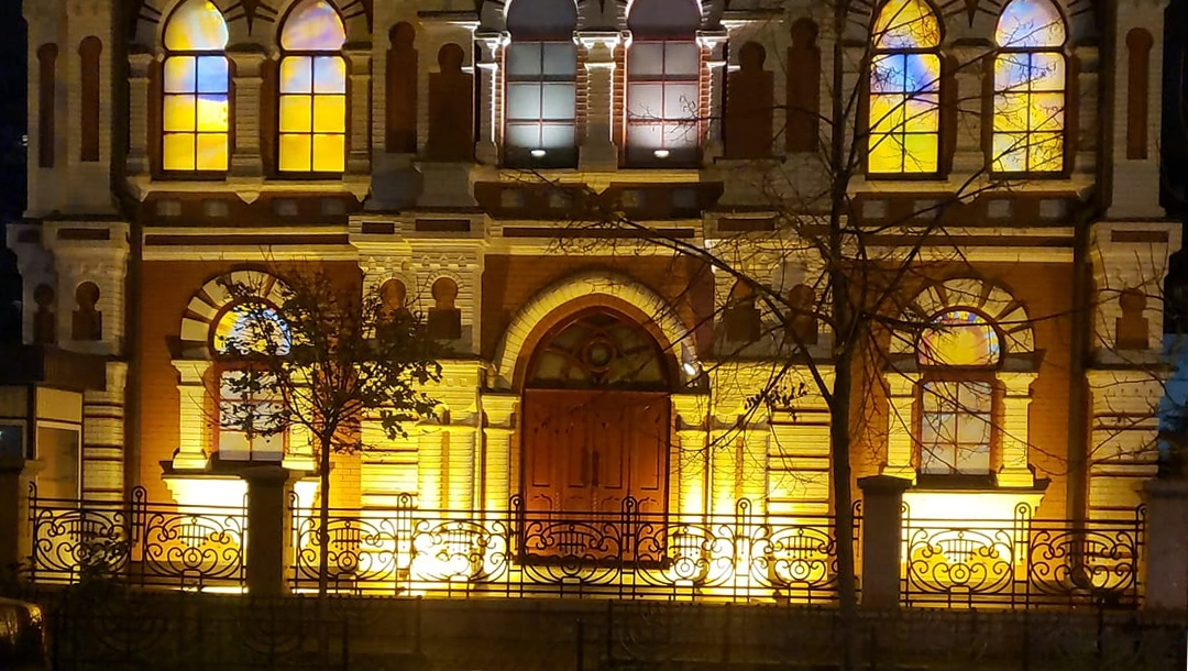 The glass-stained windows glow at the Great Choral Synagogue in Kyiv, Ukraine on Nov. 9, 2020. (Courtesy of Rabbi Yaakov Dov Bleich)
