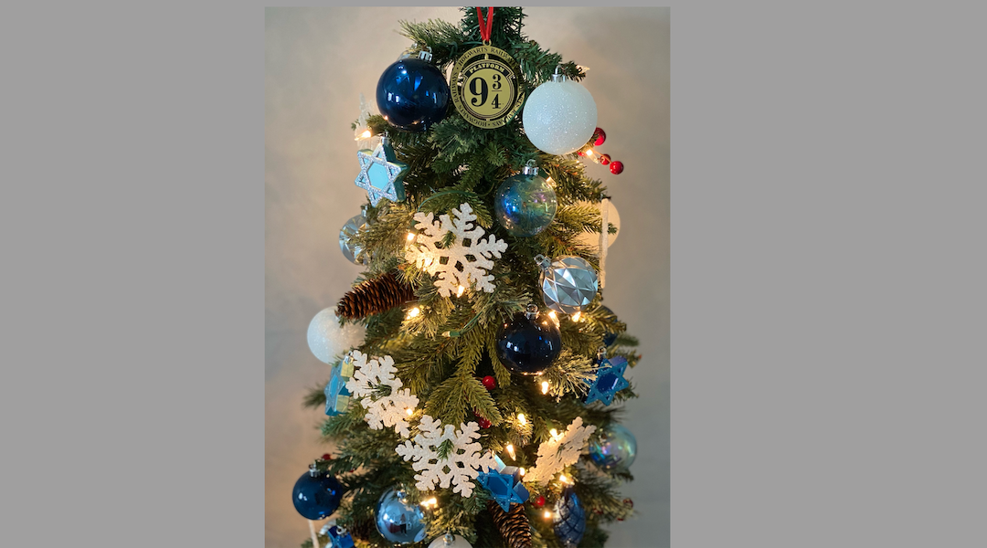 For Jews from the former Soviet Union, New Year`s Eve always involves a Christmas-style tree