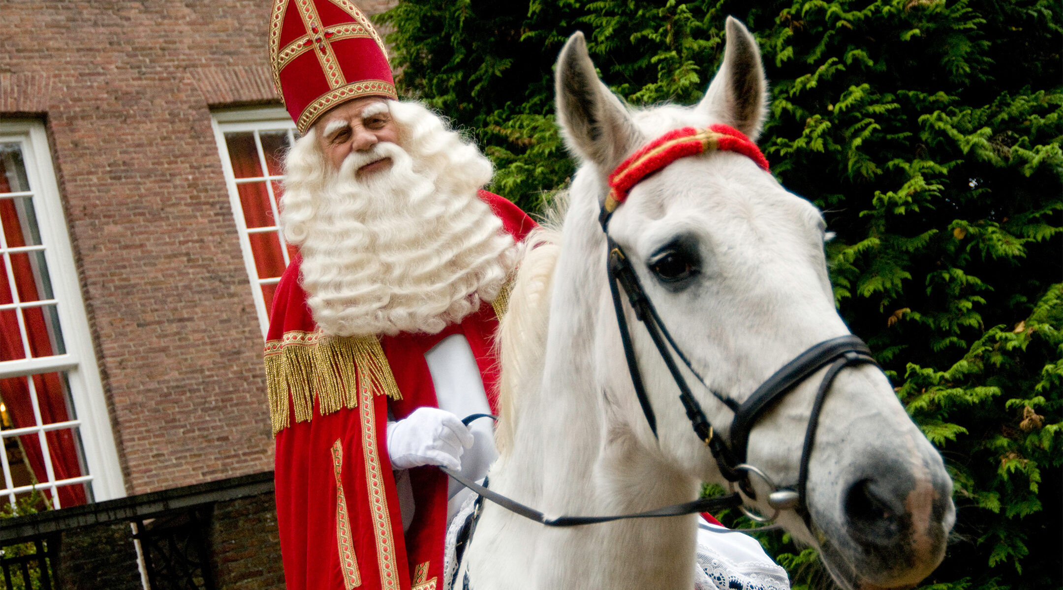 Bram van der Vlugt portrays Sinterklaas in Zeist, the Netherlands on Oct. 27, 2008. (Wikimedia Commons/R.F. (Roel) Jorna)