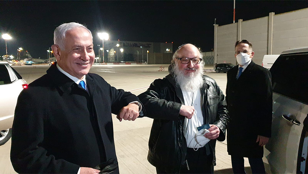 Jonathan Pollard arrives in Israel 35 years after arrest for spying