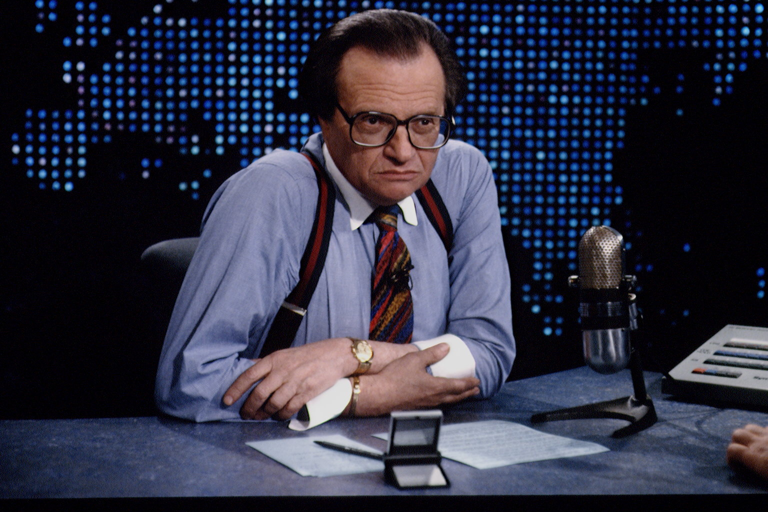 Larry King, legendary Jewish TV interviewer, dies at 87