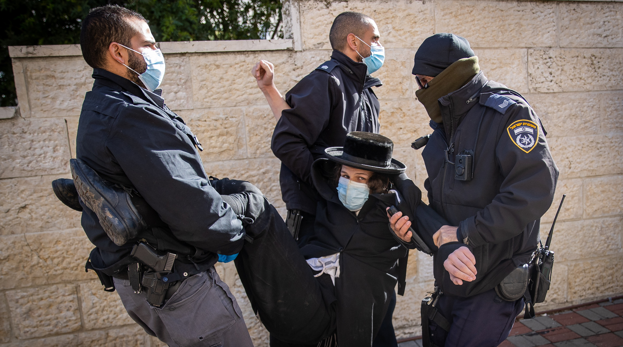 7 Israeli police officers injured in clashes with Orthodox protesters over COVID-19 restrictions