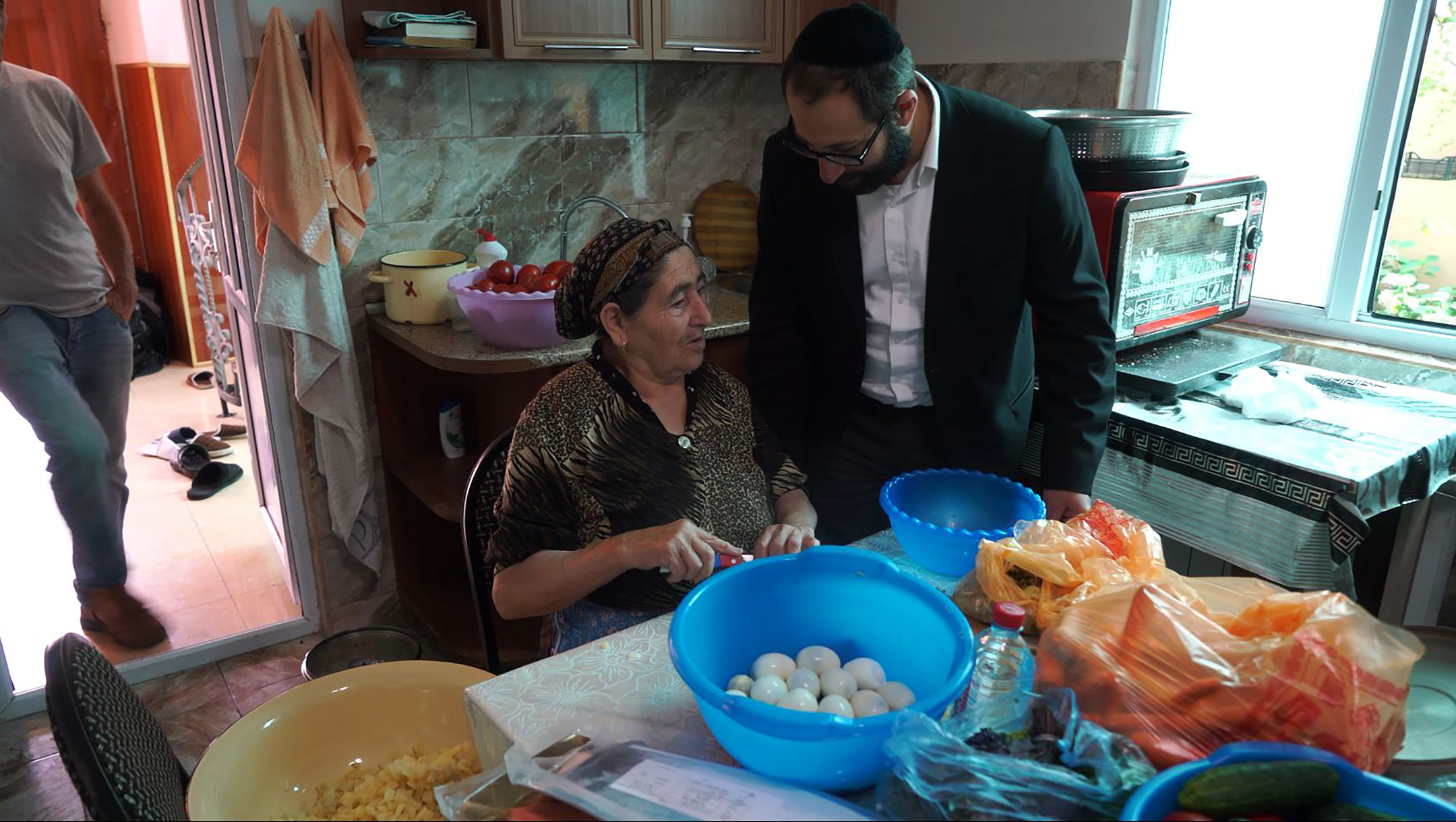 Zoya Avadayev discusses cooking Jewish dishes with Rabbi Tsadok Ashurov Krasnaiya Sloboda, Azerbaijan on July 21, 2018. (Cnaan Liphshiz)