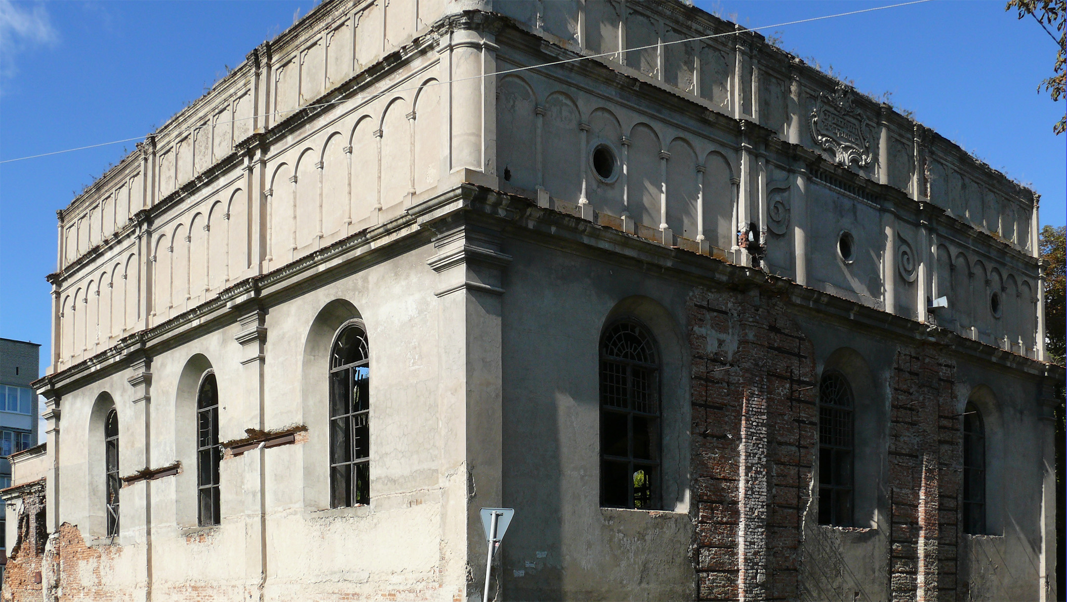 Roof collapses on dilapidated 18th-century former synagogue in Ukraine