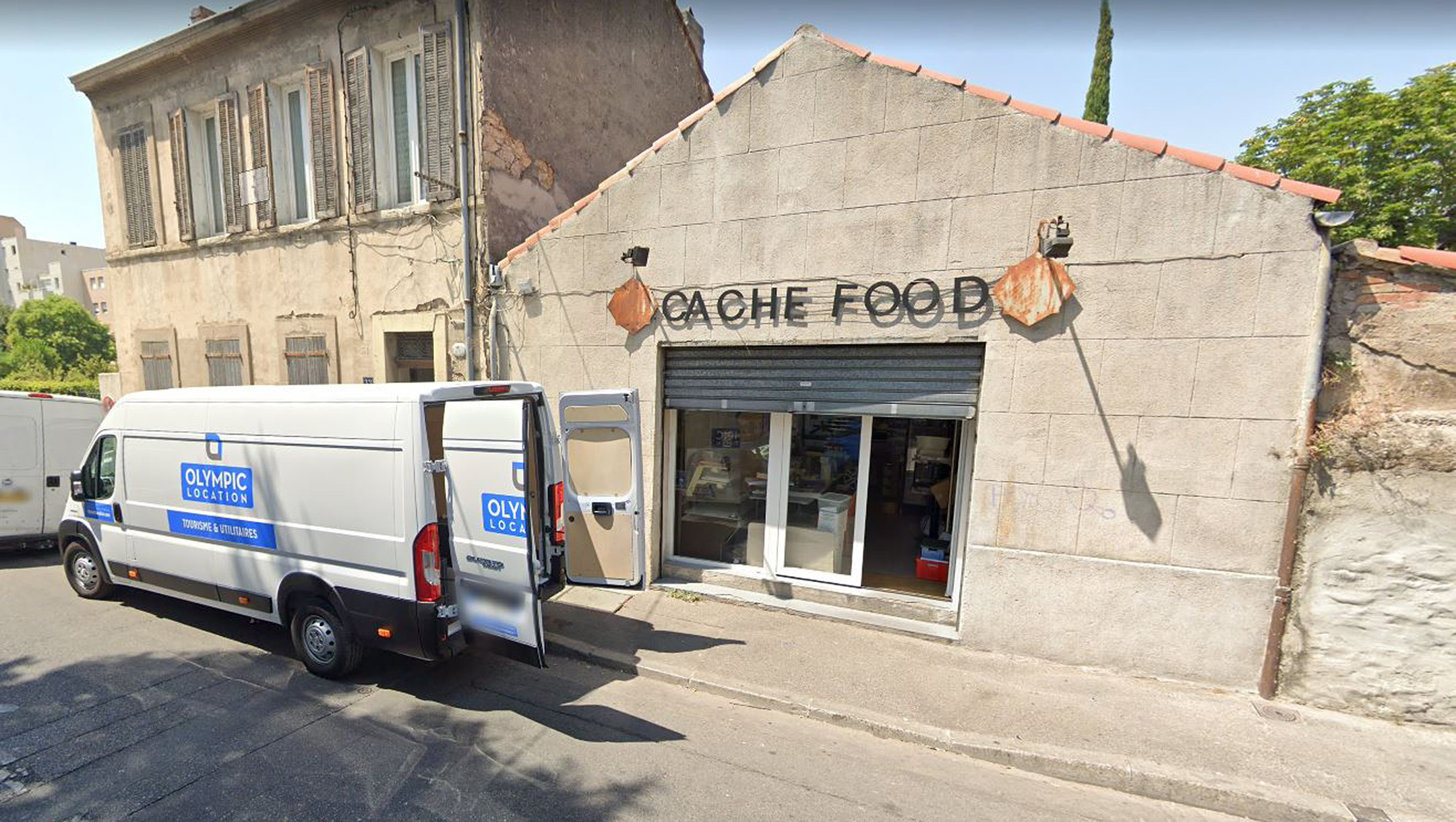 Jewish school guards overpower knife-wielding man outside kosher store in France